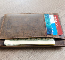 Nine things to never keep in your wallet