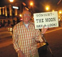 Street-corner astronomer says goodnight